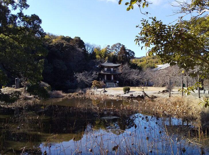 氷室の池と観音堂