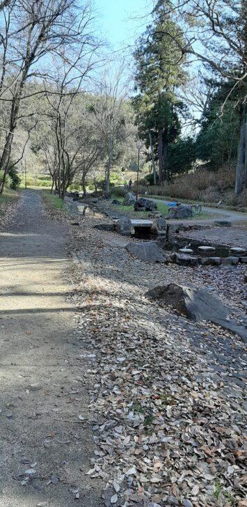 北堀公園をすすむ