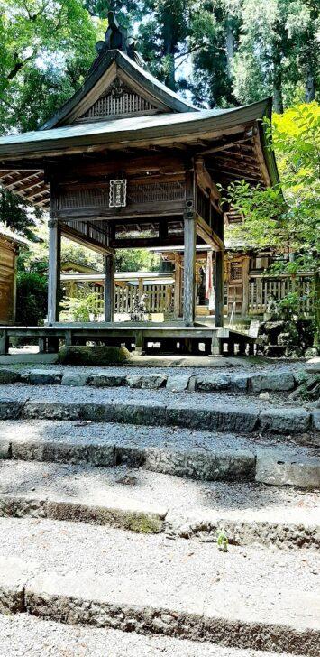 静原神社の境内